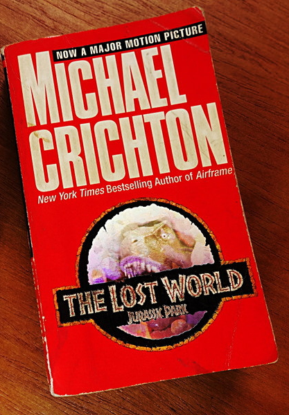 Cover of the Michael Crichton book called Jurassic Park.